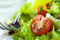 """Вкусные рецепты: Ладушки - Оладушки, икра """"Дымок"""", Рулет с колбасой и горошком"""